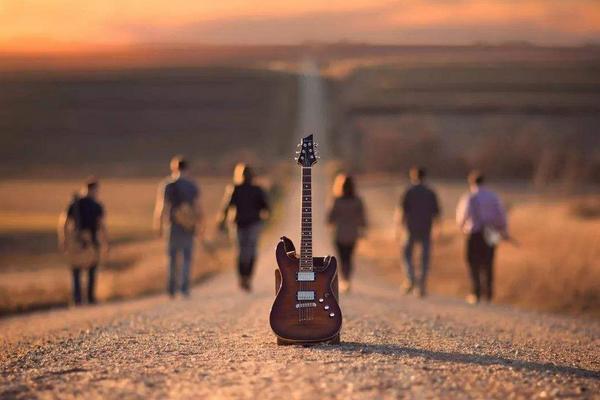 电吉他和木吉他有什么区别